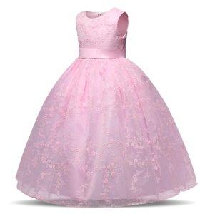 Платье новое 152 см.