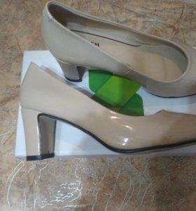 Туфли новые бежевый лак