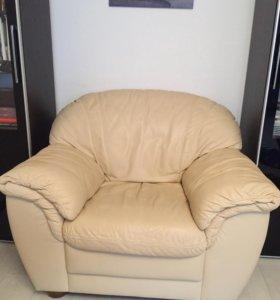 Продаётся кожаное кресло