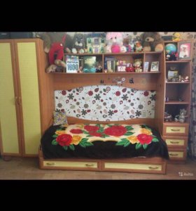 Стенка с кроватью