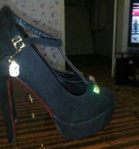 Туфли на высоком каблуке!