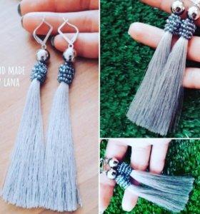 Эффектный - серый: шелковые кисточки-серьги