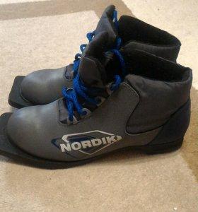 Ботинки лыжные 39р.