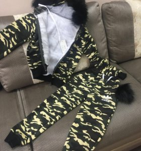 Утеплённый спортивный костюм с искусственным мехом