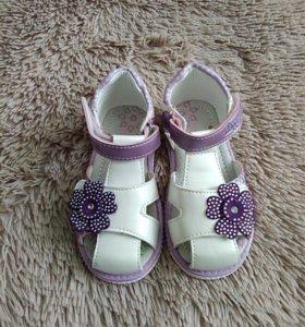 Новые сандали, 26 размер.