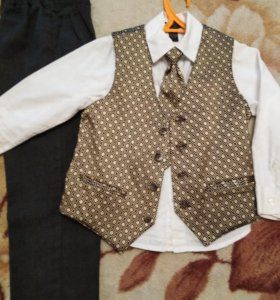 Нарядный костюм на 4-6 лет