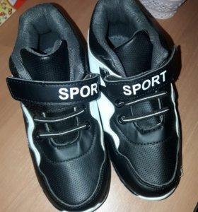 Новые теплые кроссовки