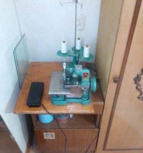 Оверлок трехниточный, швейная машина