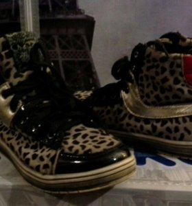 Сапожки, ботинки, сандалии фирмы Kapika.