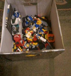 Наборы Лего плюс игрушки.