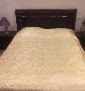 Кровать двуспальная с тумбочками