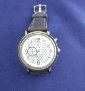 Кварцевые часы FHL 2086
