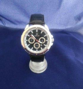 Наручные кварцевые часы
