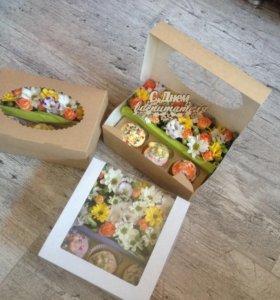 Коробки с. Цветами и сладостями