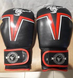 Боксерские перчатки. Кожа. Новые.