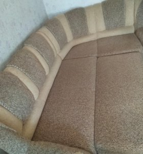 Угловой диван.Габариты 1.65 на 2.50.Сп.м.1.15 на 2