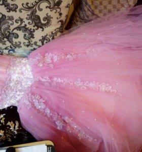 Платье красивое розовое