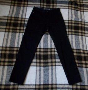 Новые черные джинсы.