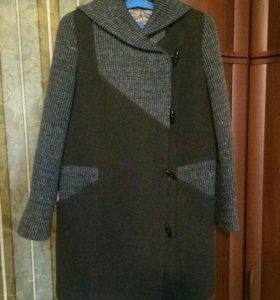 Продаю очень красивое и стильное пальто.