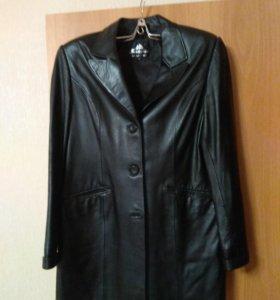 Кожаный плащ и кожаный пиджак женский