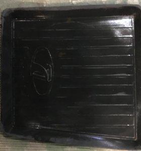 Обрезанный водительский коврик на ВАЗ