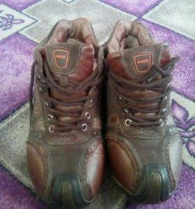 Продам кроссовки зимние