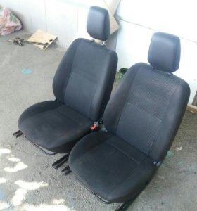 Два передних кресла с лады гранта