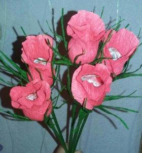 Бутоны роз с конфетами