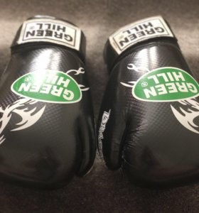 Боксерские перчатки green hill 10 oz