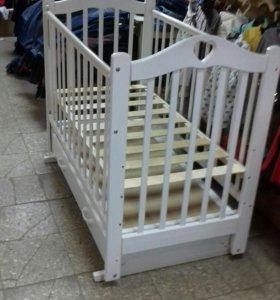 Кроватка - маятник с яшиком