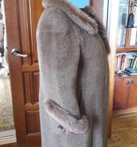 Продаю женское зимнее пальто!