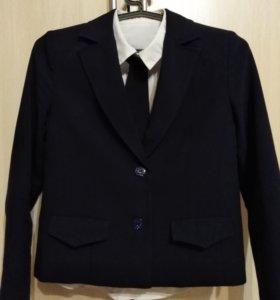 Школьный пиджак + блузка.