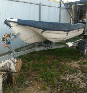Стеклопластиковая лодка LAKER 410