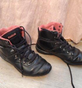 Продам зимние кроссовки REEBOK