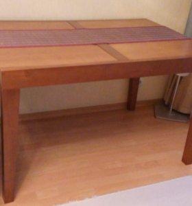 Обеденный стол в отличном состоянии