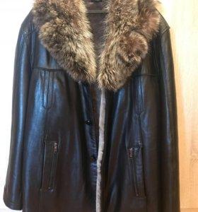 Куртка кожаная, внутри овчина, мех енота