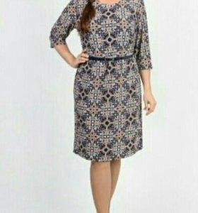 Платье с лаковым ремешком