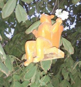 Белка садовая из дерева