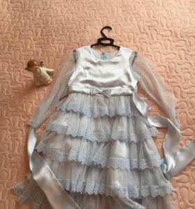 Платье с красивым кружевом.