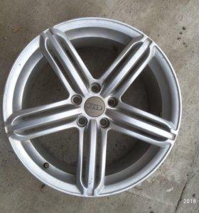 Родные литые диски Audi r17