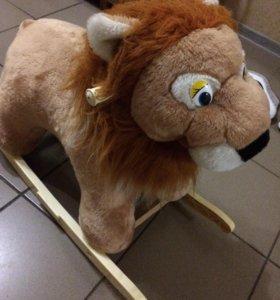 Лев-качалка