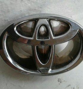 Эмблема на решетку радиатора