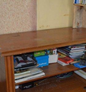 Столик и уголовой шкаф