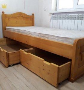 Кровать ручной работы.