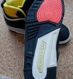 Продам новые мужские кроссовки