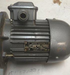 двигатель трехфазный асинхронный 4амх71а2уз