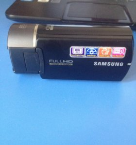 Хорошая  камера Samsung с сенсорным дисплеем.