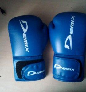 Боксерские перчатки demix 10-oz