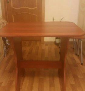 Продаю стол и 3 табуретки.
