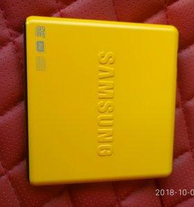 Внешний оптический привод Samsung.